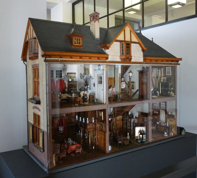 All about dollhouses and miniatures geschiedenis van de for Poppenhuis bouwen