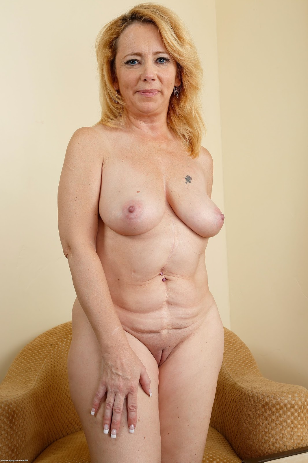 Nude sweet women