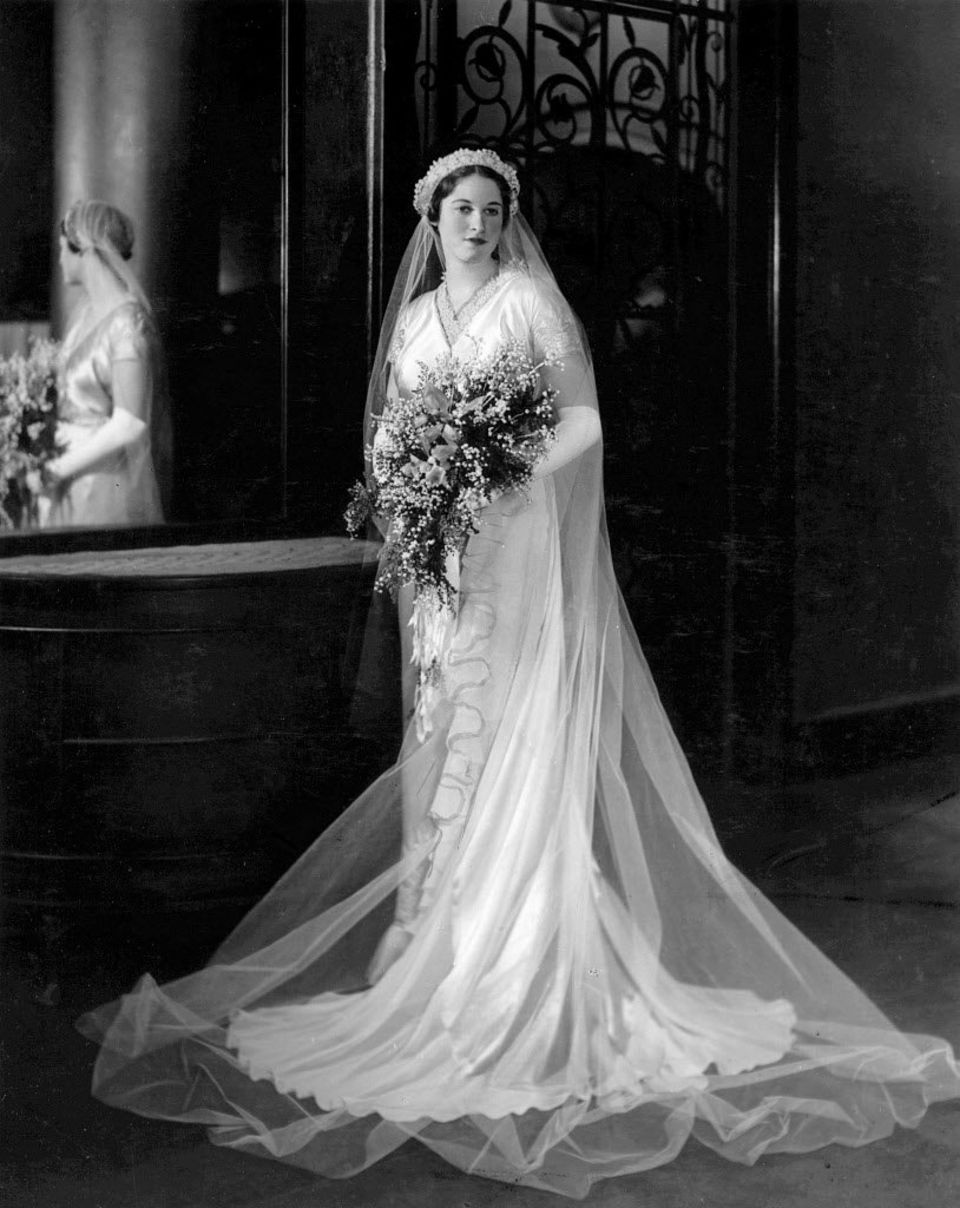 Brides and wedding fashion in cleveland from the 1930s and for 1930 style wedding dresses