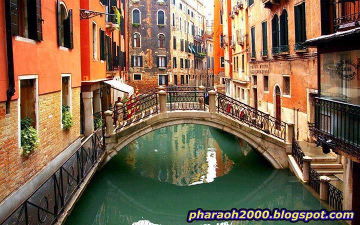 استكشاف قنوات السحر البندقية، إيطاليا