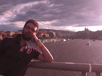 A Praga, in attesa del temporale estivo (2011)