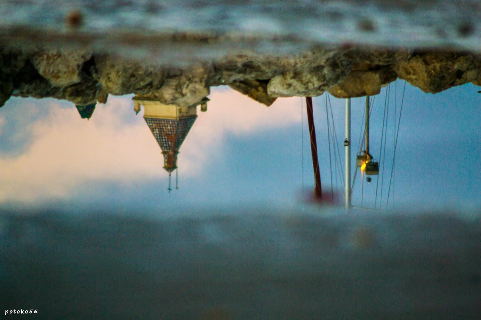 reflejos en una charca en la Playa del Chorrillo Rota