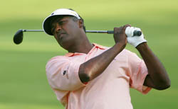 vijay singh on water golf into hole