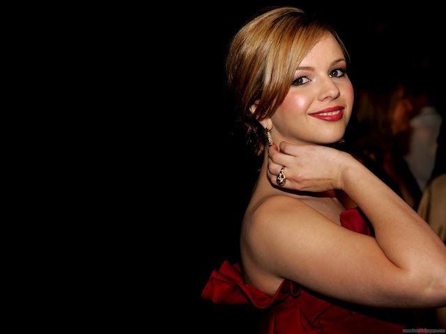 Amber Tamblyn Glamour Wallpaper-1600x1200-02