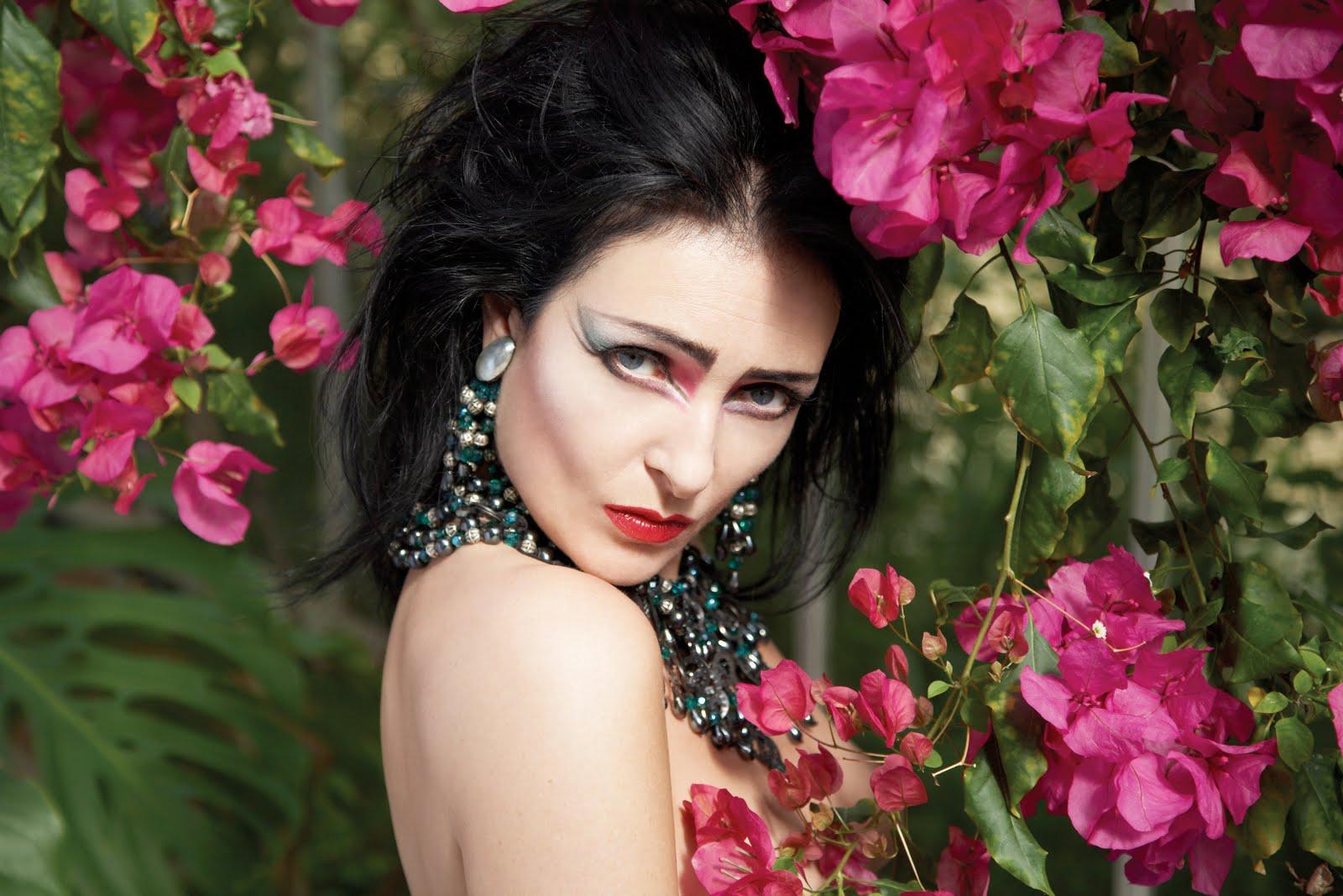 http://3.bp.blogspot.com/-FahhVm-NSA8/Td-v9prWLcI/AAAAAAAADTk/B72ipFN01Tk/s1600/Siouxsie-Sioux.jpg