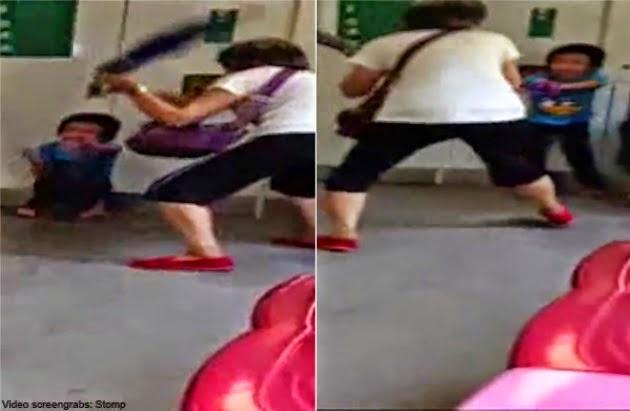 KEJAM Aksi Wanita Singapura Pukul Kanak Kanak Atas MRT Guna Payung