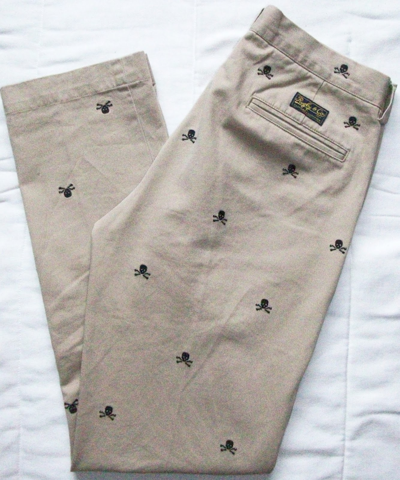 bfc2ae52b2 Today I was on a little shopping trip. My aim was to make a few bargains.  The coolest pants ever - my new chinos with many small skulls from Rugby by  Ralph ...