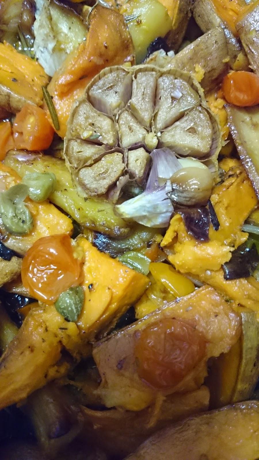 Yotam Ottolenghi, el gourmet vegetariano, chirivias y boniatos al horno con vinagreta de alcaparras