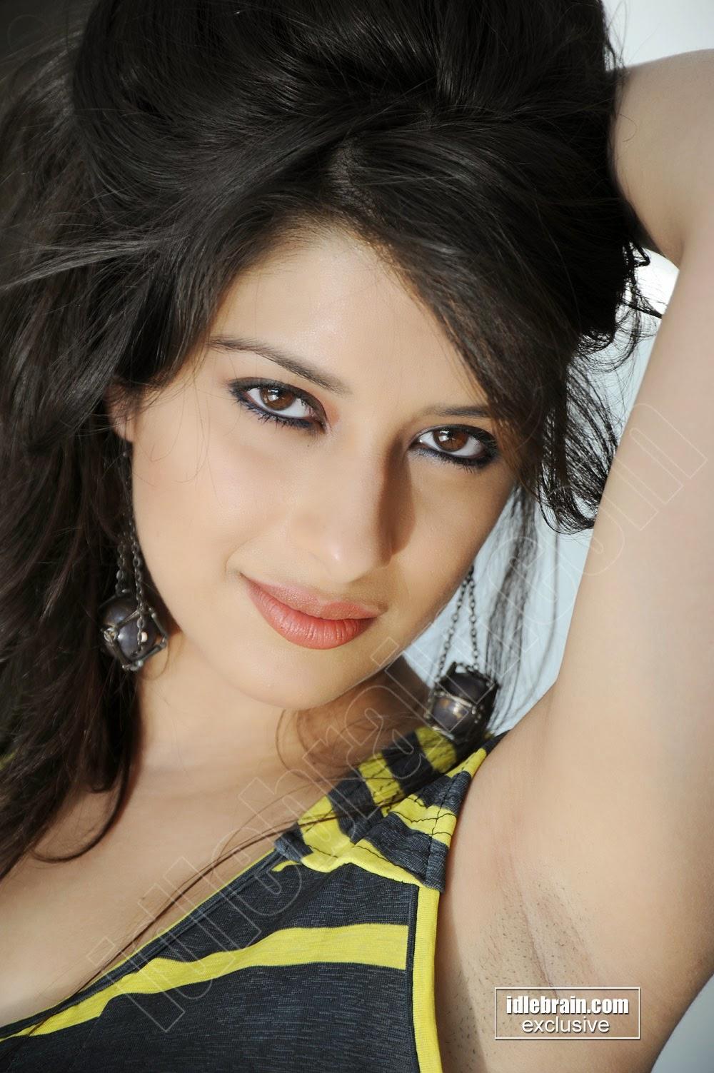 ... Hot & Spicy Pics In Sleevless & Mini Skirt.. Madhurima Benerjee Armpit