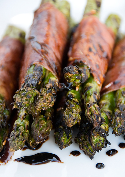 Scrumpdillyicious: Grilled Prosciutto-Wrapped Asparagus