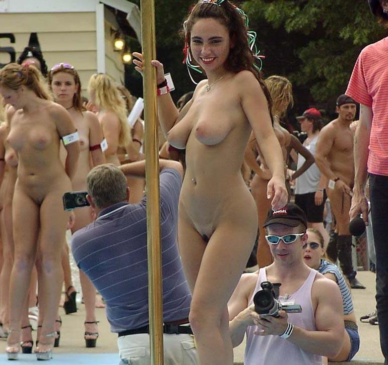 chubby latina naked selfies