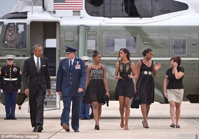 Barack Obama Is Such A Perfect Gentleman With His Ladies! – Photos