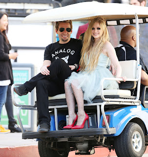 Videoclip » Here's to Never Growing Up [¡100 Millones!] - Página 3 EXPOSTAS.com+Avril+Lavigne+2013-04-07+-+On+Set+of+her+new+Video+HERE%27S+TO+NEVER+GROWING+UP+in+LA+%285%29