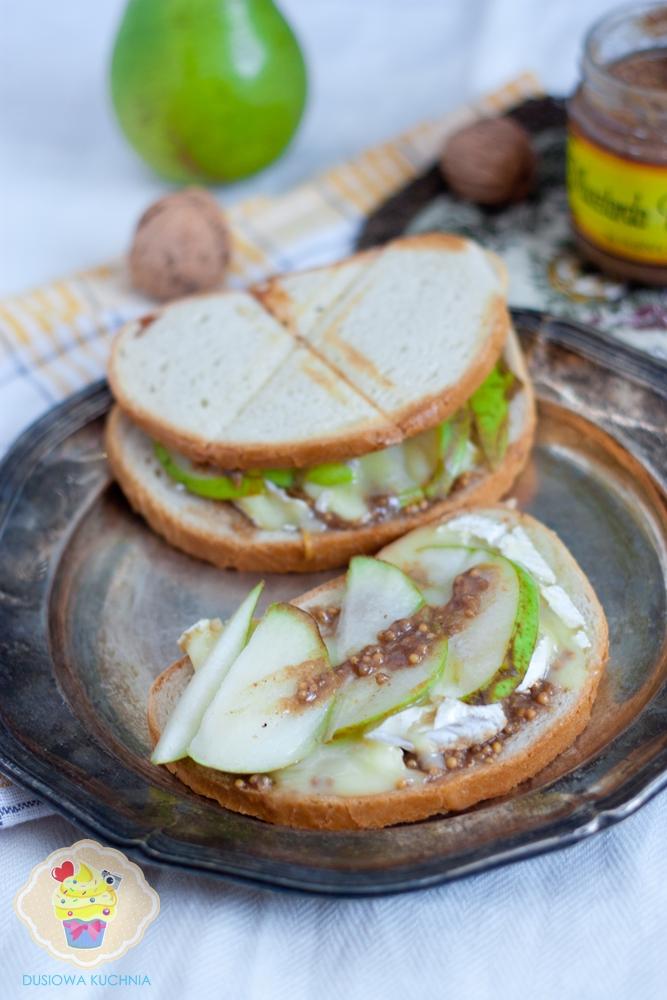 grzanki z gruszką i camembertem