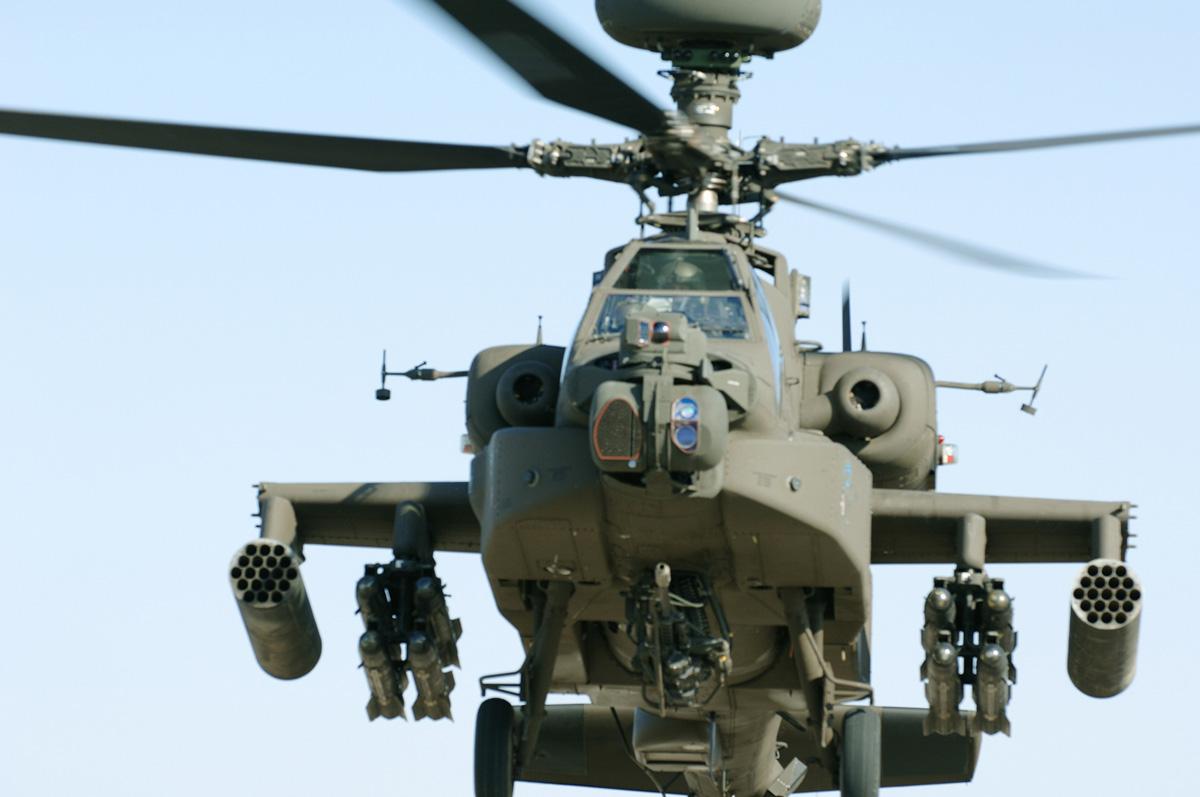 الموسوعه الفوغترافيه لصور القوات البريه الملكيه السعوديه (rslf) AIR_AH-64_Apache_With_Arrowhead_lg