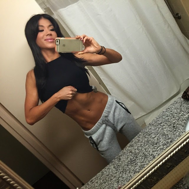 Rosa Mendes Showing Off Her Stomach.