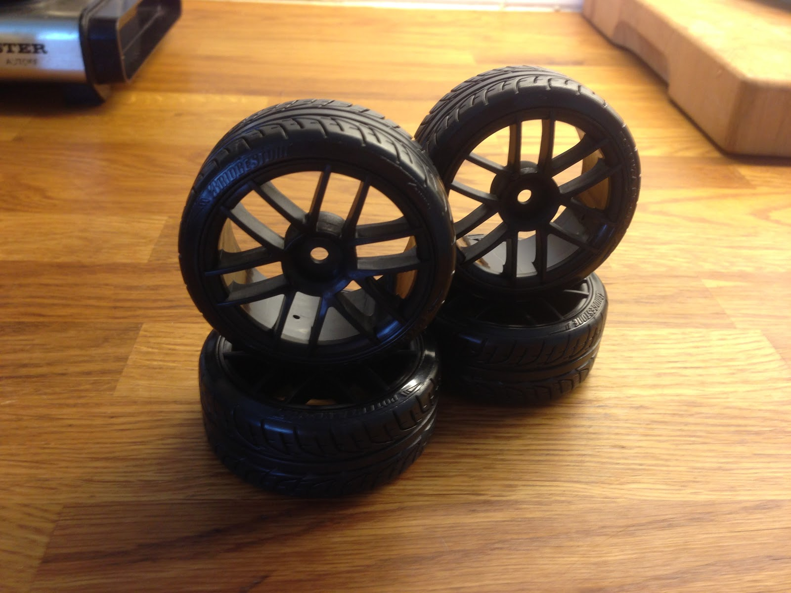 HPI SPLIT 6 WHEEL 26mm med HPI POTENZA RE-01R T-DRIFT TIRE 26mm MrBoo