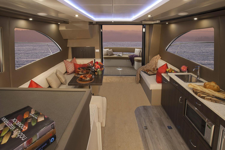 Carver C40 Interior