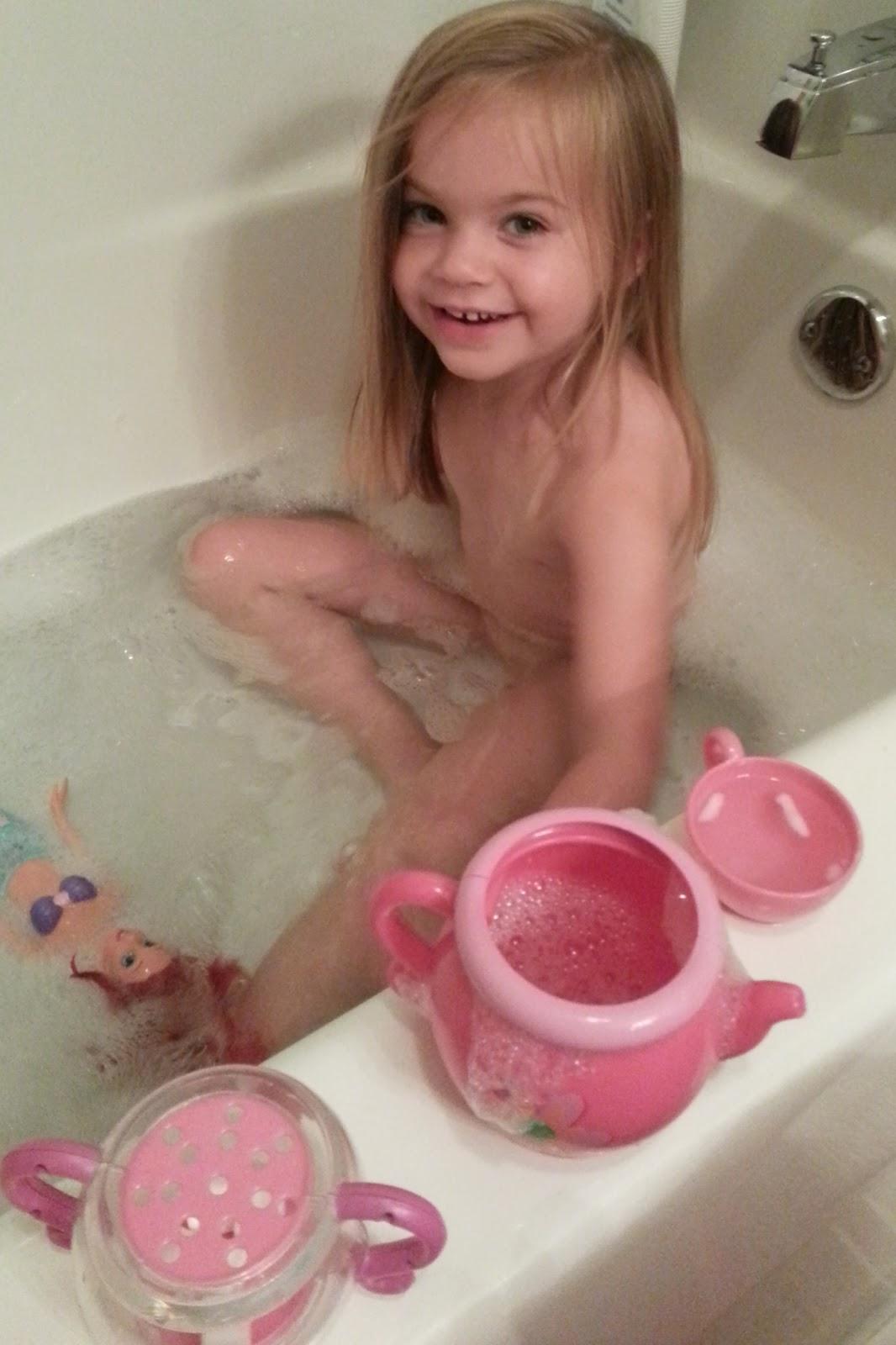 Toddler bath naked girls