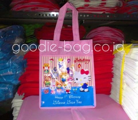 Tas Ulang tahun Hello Kitty Pakai Tambahan Kantung