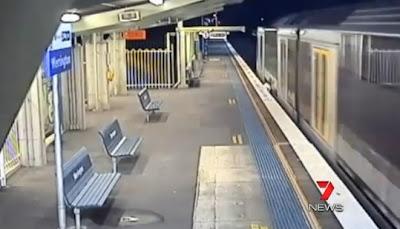 Remaja selamat selepas dilanggar keretapi