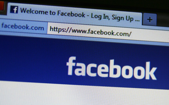 Facebook to charge 1$ fee for messaging