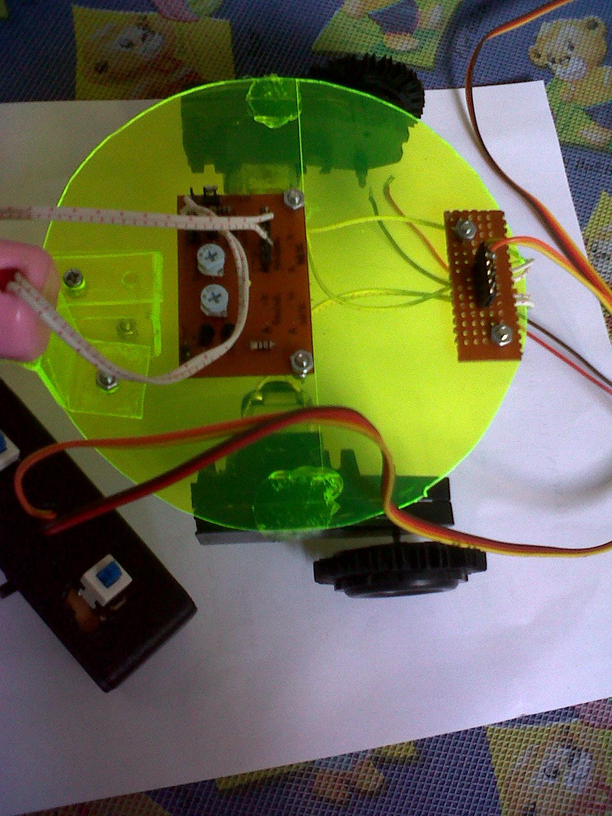 Robot pemadam api elektronika dalam fisika