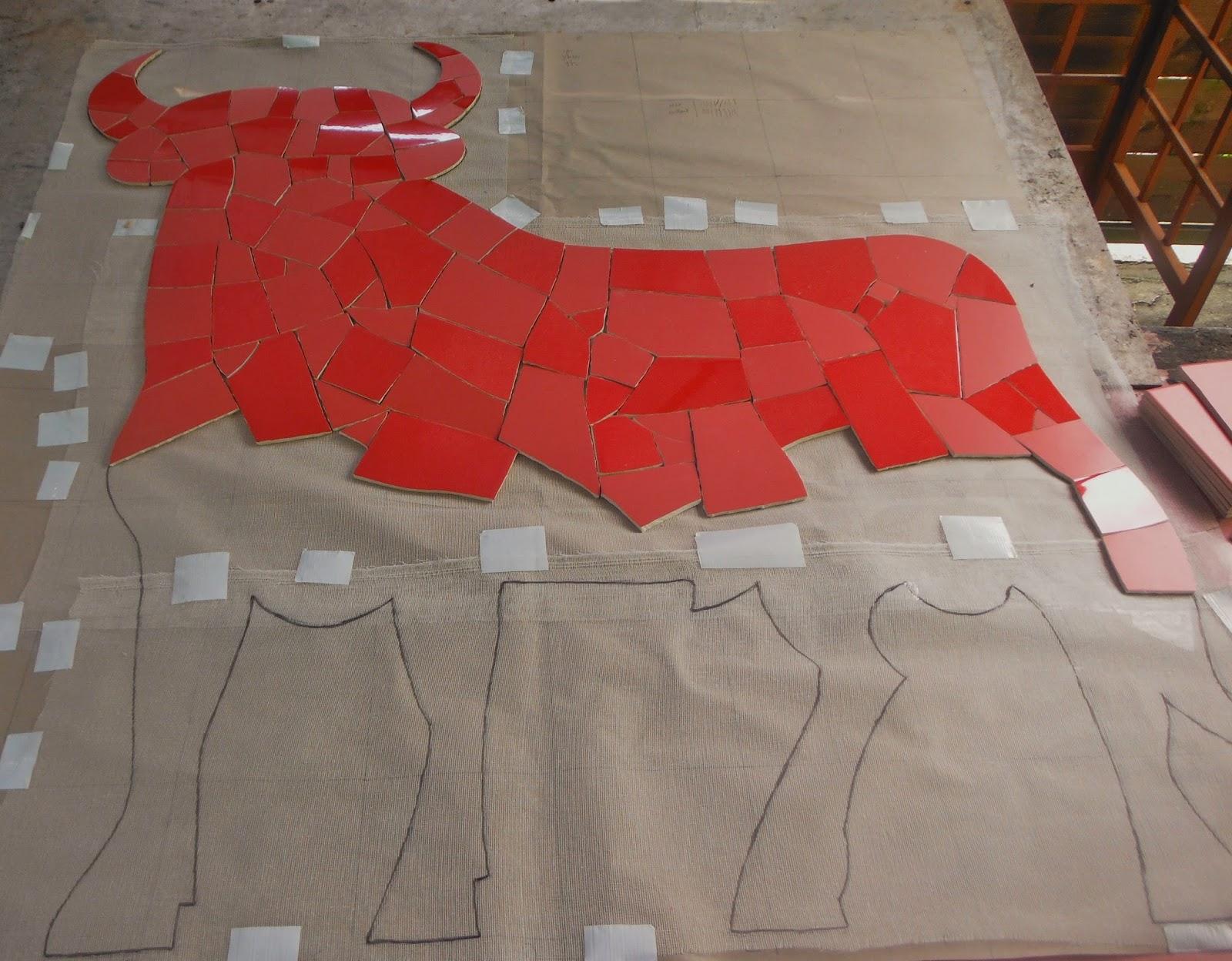 étape réalisation mosaïque en faïence rouge taureau espagnol par mimi vermicelle