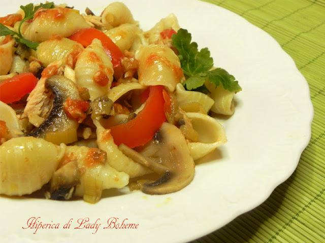 hiperica_lady_boheme_blog_di_cucina_ricette_gustose_facili_veloci_pasta_con_tonno_e_pomodorini