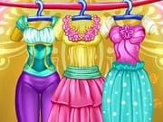 Winter Fashion Elsa And Super Barbie es un juego online que puedes jugar gratis en Juegos para Chicas. Elsa, la reina de Arendelle, y Super Barbie son las mejores amigas. Ellas decidieron formar parte de las nuevas tendencias de la moda de invierno y crear su propia coleccion de ropa. Elige el vestido perfecto para las chicas, ropa, accesorios, ropa de invierno, peinados y maquillaje.