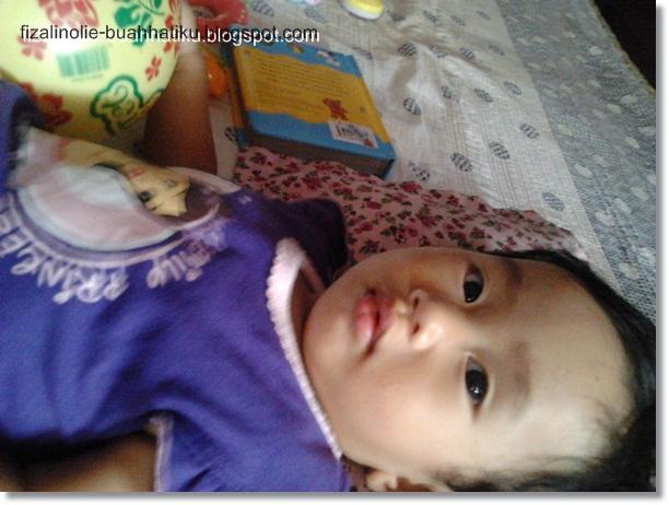 Bayi perempuan di buang ke dalam sungai