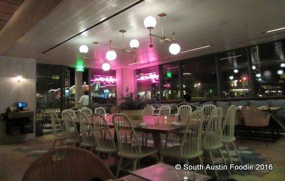 Cafe No Se -- interior