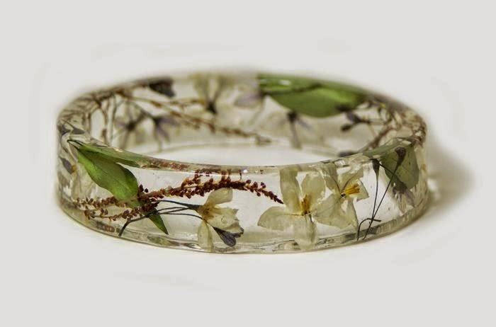 Bijoux en Résine et de Fleurs Séchées