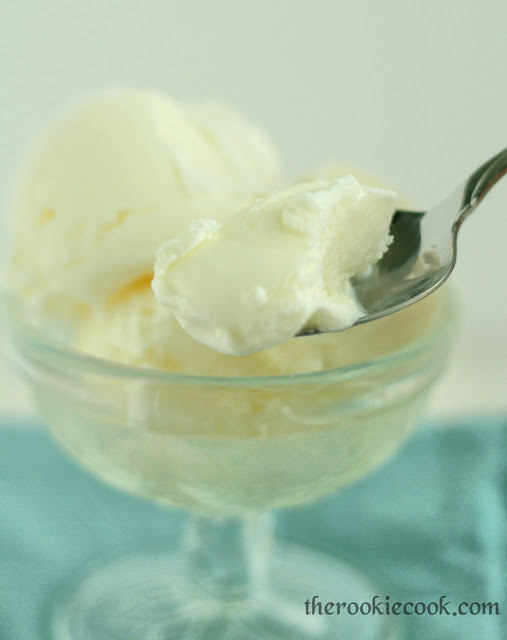{No Cook} Homemade Vanilla Ice Cream ~ The Rookie Cook #noeggs