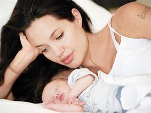 Angelina Jolie Pictures Breastfeeding