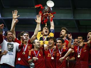اعادة اهداف المباراة النهائية لليورو 2012