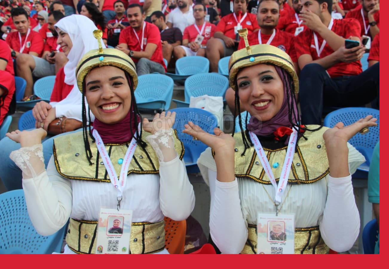 جماهير مصرية تشجع منتخب الفراعنة خلال لقاء مصر وزيمبابوي