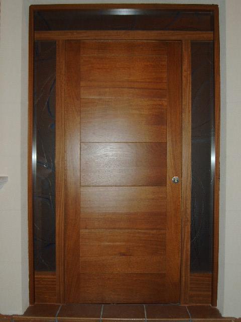 Carpinteria viosca roda puerta de entrada Puertas en madera modernas
