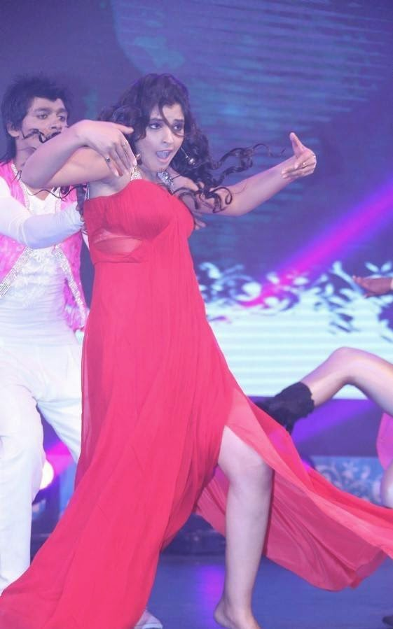 ANCHOR SHYAMALA RED GOWN HOT DANCE PHOTO