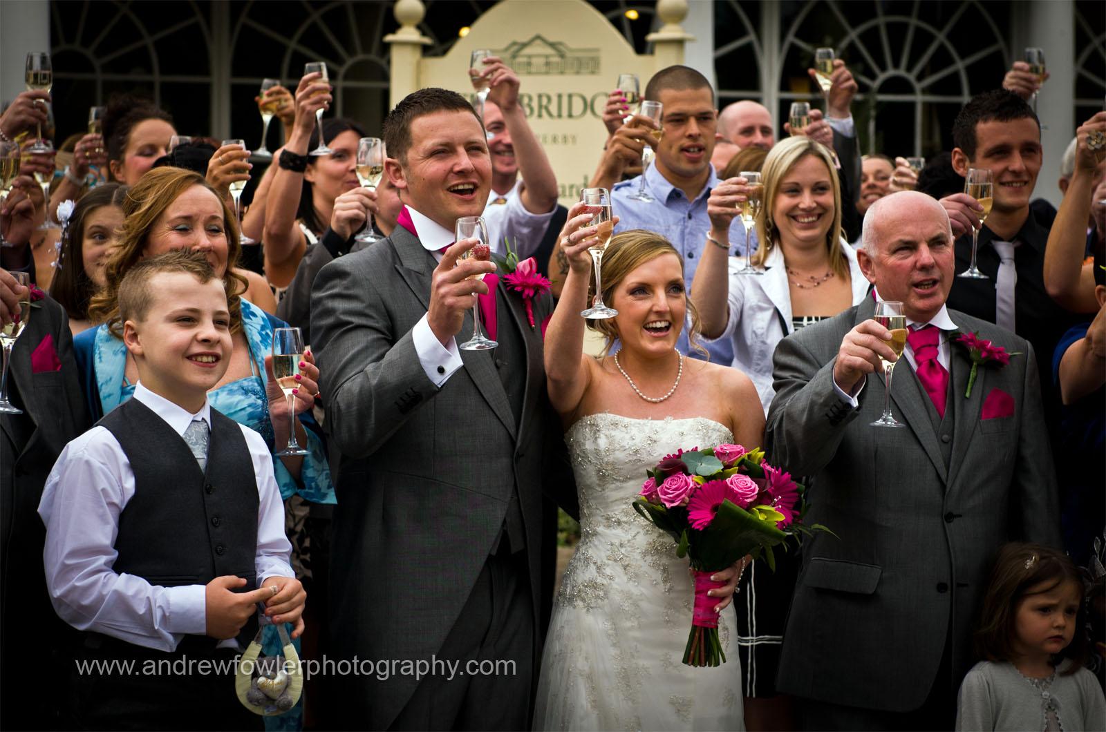 http://3.bp.blogspot.com/-FhElNrUMhpE/TdrR1AwGZiI/AAAAAAAABII/Nf43crIdVHk/s1600/Bridge_Inn_Wedding_09.jpg