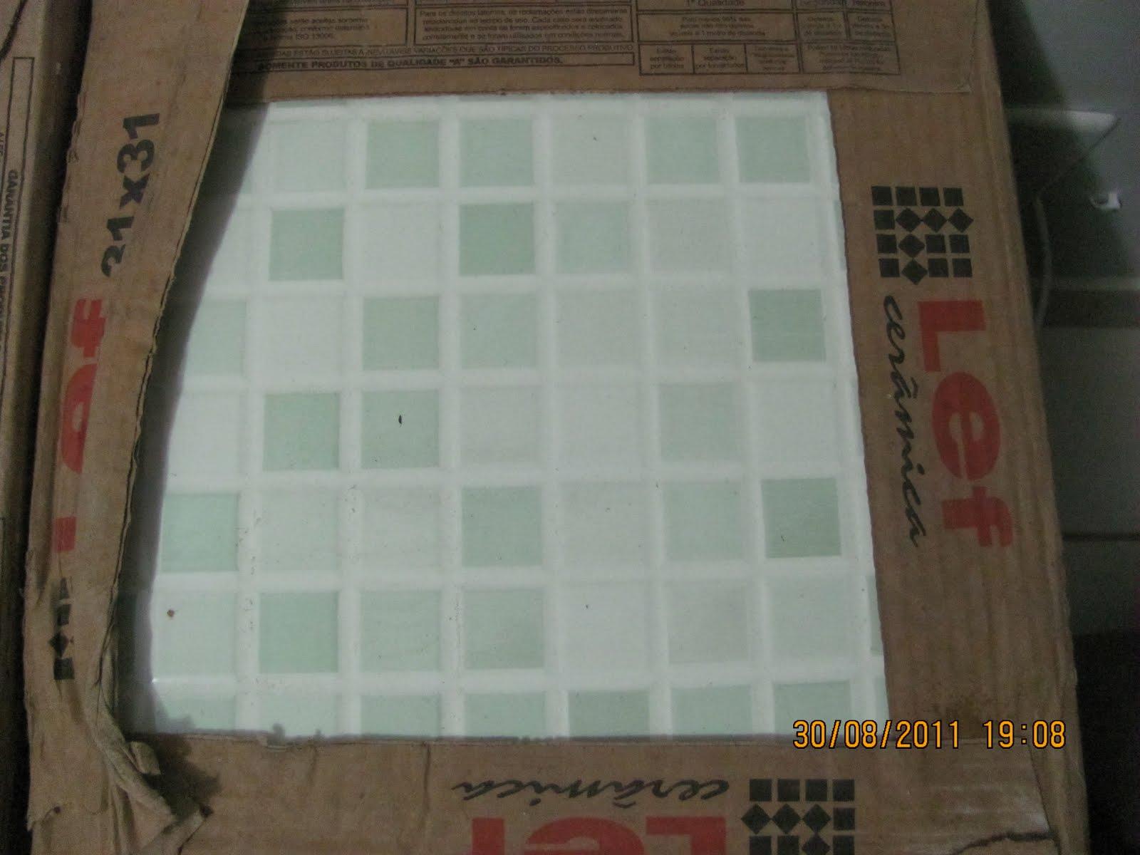 caixas desse verdinho que vai ficar na parede principal do banheiro #B6730D 1600x1200 Banheiro Com Azulejo Quadriculado