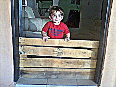 Reciclar palets de madera para hacer una cerca para niños