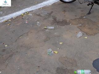 Lixo na rua: a educação ficou em casa.