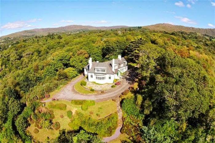 Super gracious! The House of Maureen O'Hara at Glengarriff in County Cork, Ireland appears to have really paid off for the stars.  As the report from Variety.com, the property lands so perfectly between the stunning coastline scenery with delicious archipelago of mountains and the queen of sky.