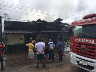 Mulher é presa após atear fogo na residência onde morava com a família em Iranduba