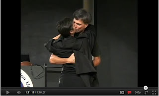 Randy Pausch Kisses wife at last Lecture
