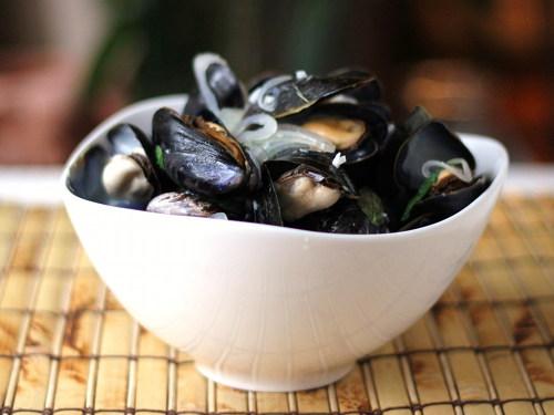 Cookistry: Sake-Steamed Mussels for #SundaySupper