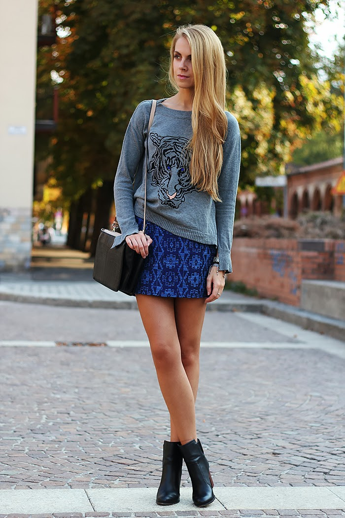 zara, tiger sweater, blue and grey, casual outfit