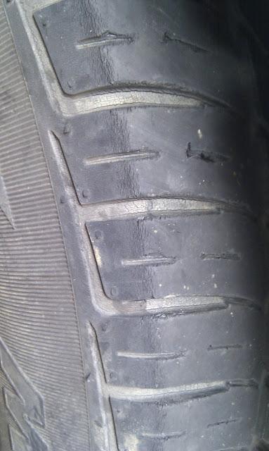 龜裂的汽車輪胎
