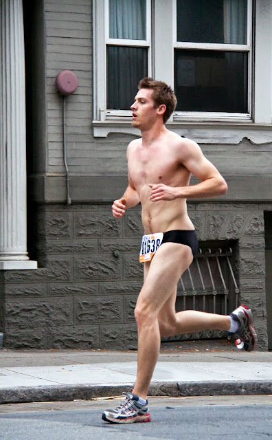 http://3.bp.blogspot.com/-FiIaWPuqnqE/TXOVg8l6muI/AAAAAAAAAt4/cqVr7NKNkww/s1600/marathon-beauty-in-speedos.jpg